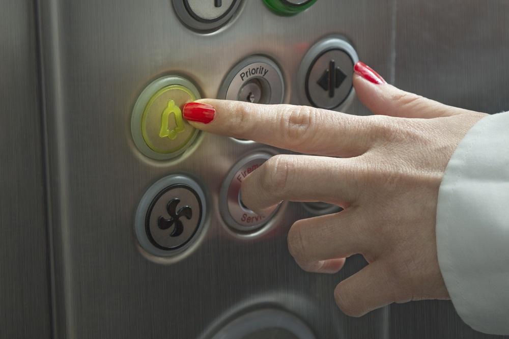 zatrzymanie w windzie